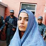 Mulheres afegãs: fome, pedra, burca